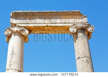 Column In   Temple Ephesus   Antalya    The Ruins