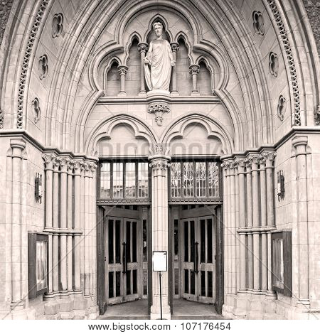 Door Southwark  Cathedral In London England Old Construction And Religion