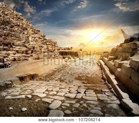 Way through pyramids