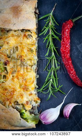 Tarte pie with broccoli, cheese and fresh onion