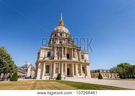Dome des Invalides (The National Residence of the Invalids) contains museums and monuments, as well