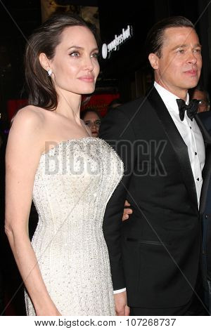 LOS ANGELES - NOV 5: Angelina Jolie Pitt, Brad Pitt at the AFI FEST 2015 Presented By Audi Opening Night Gala Premiere of
