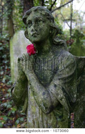Stein Engel mit Rose