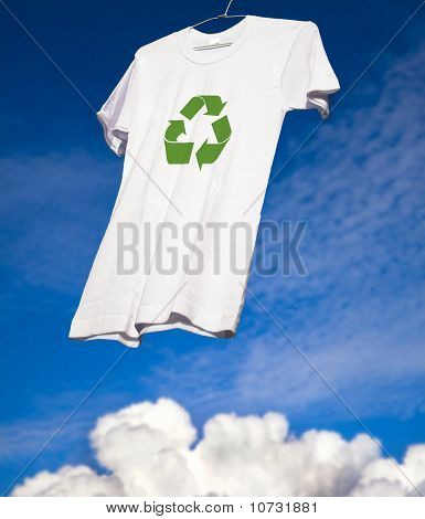 T-shirt with recycle