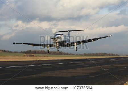 Single Turboprop Aircraft, Landing Aircraft