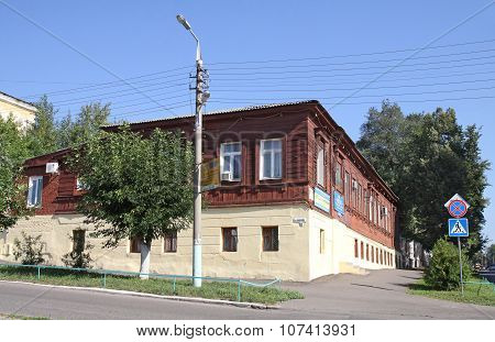 Typical For The Central Russian City Merchant House Built Before The Revolution