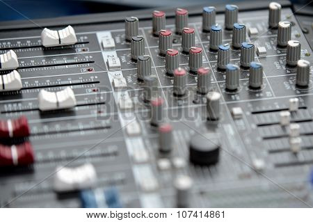 Audio mixage table