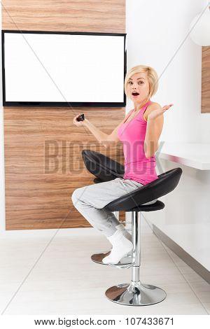 woman watching tv negative emotion scared