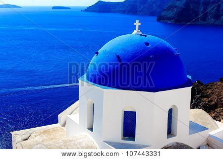 Splendid view of the deep blue Aegean with Cycladic church in Santorini (Oia), Greece