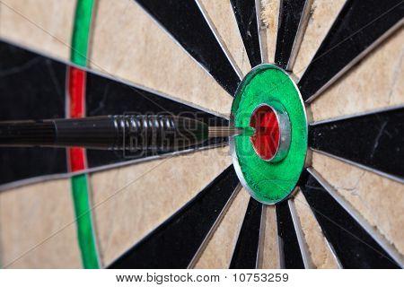 Flecha en la Junta de centro de dardos