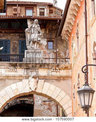 Verona.  Sculpture in Piazza della Signoria.