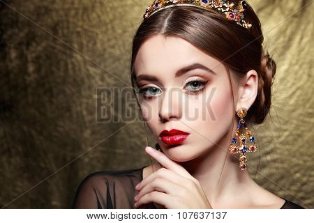 Fashion girl portrait.Accessorys.Gold background