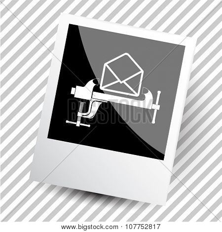 mail with clamp. Photoframe. Vector icon.