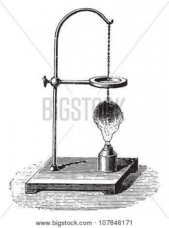 S Gravesande's ring, vintage engraved illustration. Industrial encyclopedia E.-O. Lami - 1875.