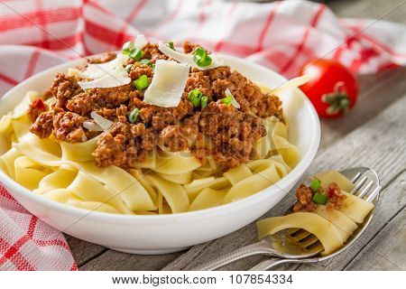 Spaghetti bolognese with salad and tomatoes