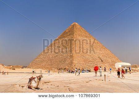 Giza, Egypt - September 11, 2008. Tourists Are Walking Near The Great Pyramid Of Giza.