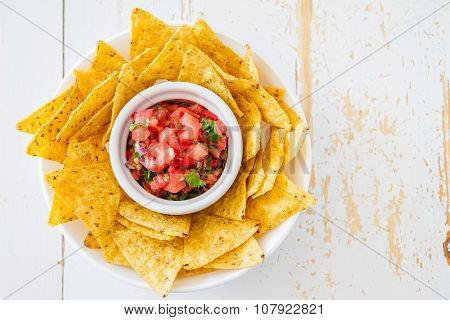 Salsa sauce and nachos