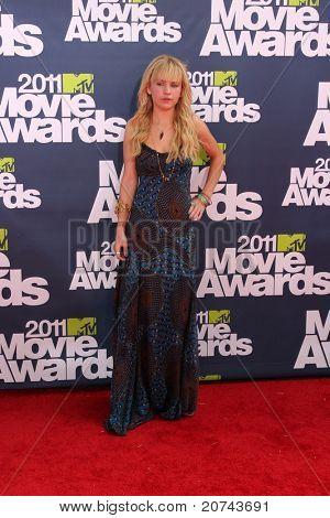 LOS ANGELES - JUN 5: Britt Robertson bei der die 2011 MTV Movie Awards am Gibson Ampitheatr