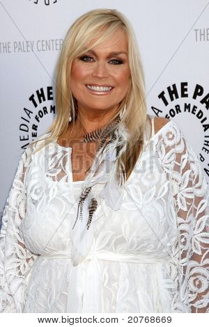 LOS ANGELES - JUN 7: Catherine Hickland kommt bei der Debbie Reynolds Hollywood Memorabilia Collec