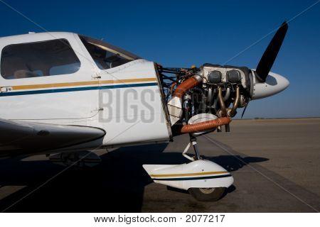 Flugzeuge mit Cowling entfernt