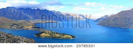 Lake Wakatipu And Queenstown Downtown