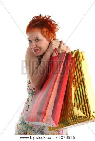 Einkaufen. Happy Woman mit verschiedenen Taschen mit Einkäufe