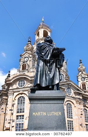 Martin Luther statue at the Dresden Frauenkirche