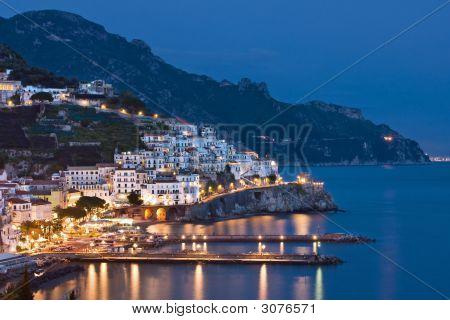 Amalfi en la noche, Italia
