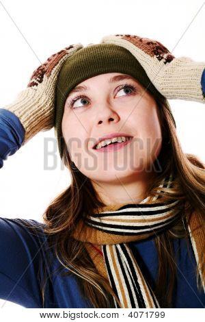 Menina sorridente em luvas