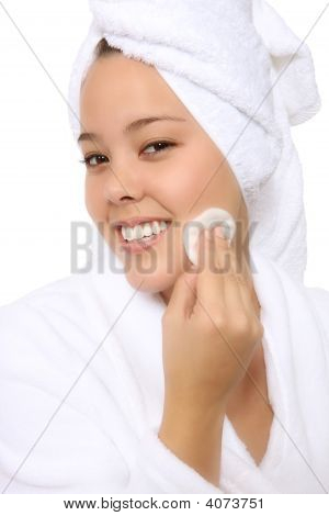 Pretty Woman Cleaning Face