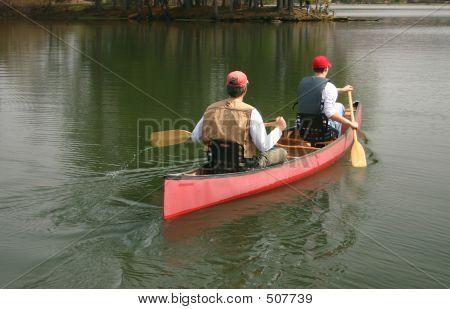 Männer In einem Kanu