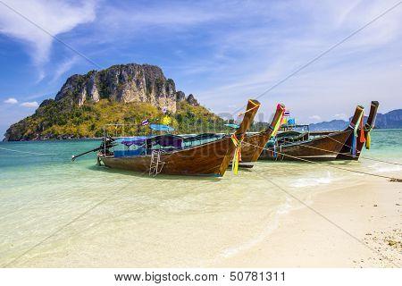 Longboat at Thale Waek (Separated sea) island in Krabi,Thailand.