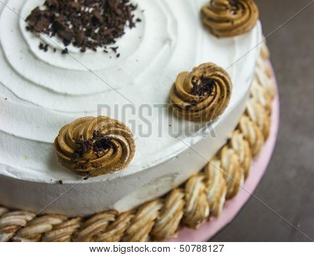 sponge cake with butter cream topping