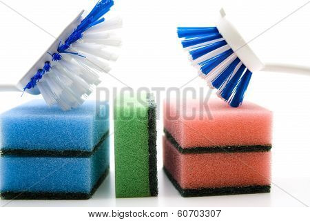 Pot sponge with rinsing brushes