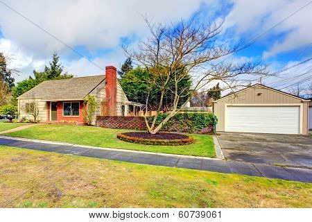 Beautiful Small Siding House With Garage
