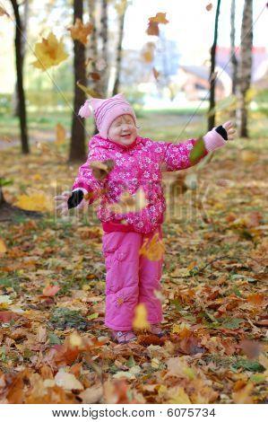 Little Girl Lin The Autumn In Park