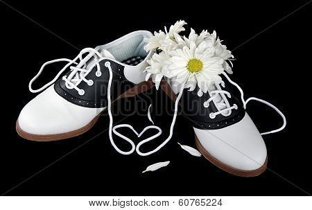 saddles shoes with daisies