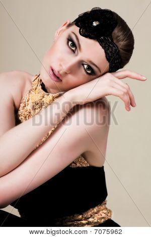 Atractiva joven negro y oro