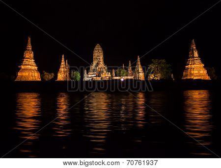 Night view of Wat Chaiwatthanaram temple