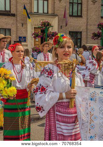 Kontraktova Area In Podil Delegation From The Poltava Region In National Traditional Costume  Region