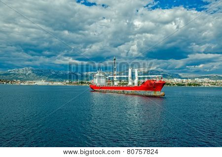 Large heavy lift ship