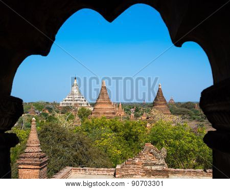 Pagodas And Temples In Bagan