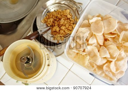 Fried srimp cracker and shallot for cooking ingredient