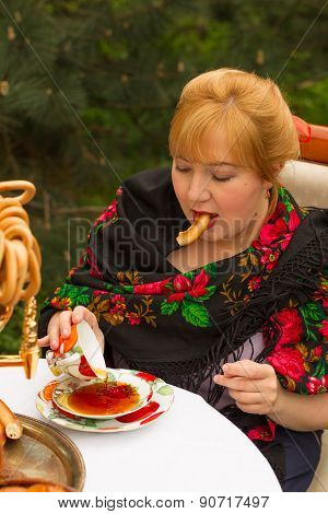 Cheeked Russian Cheerful Young Woman With A Scarf Draped Pavloposadskie, Sitting At A Table With A S