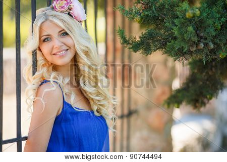 Summer portrait of a beautiful woman in a Park.