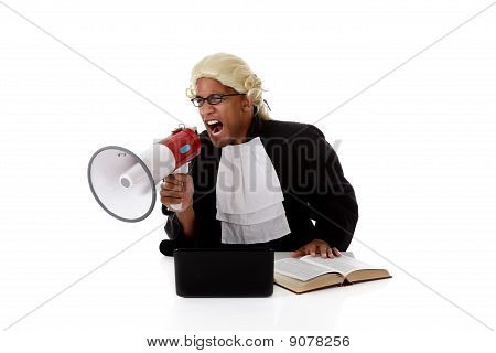 Homem jovem Africano americano juiz, gritando