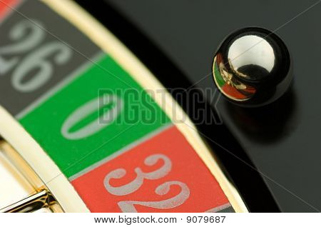 Roulette plate with ball over green zero