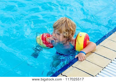 little boy having fun in an swimming pool