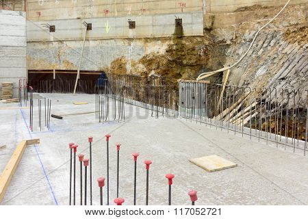 Assembling of metallic carpentry for reinforced concrete wall