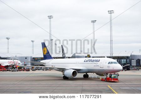 FRANKFURT, GERMANY - November 20: Lufthansa Airbus A320 aircraft at Frankfurt Airport on November 20, 2015. Lufthansa is a national airline of Germany.